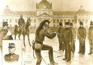 Condamnat pentru tradare, capitanul Dreyfus - dezonorat public